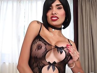 Sexy Rump Transsexual Beauty Taiira Navarrete Solo Getting Off