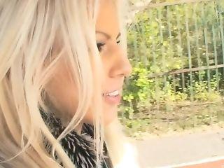 Smoking Hot Boroka Bolls Surprises Her Beau With Public Hook-up