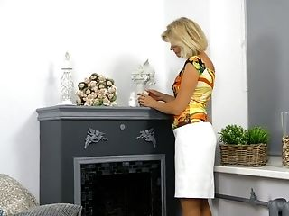 Matures Blonde Diana Gold Is Finger Fucking Her Moist And Whorish Punani