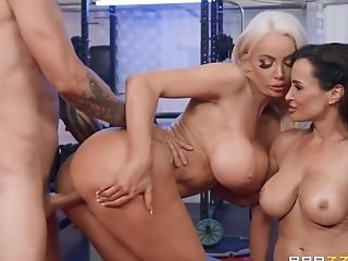 Scott Plumbs Fucked Lisa Ann & Nicolette Shea In The Gym