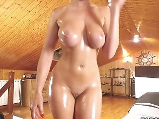 Sweet Cougar With Enormous Juggs Taunts And Masturbates On Livecam