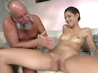 Old Man Massages And Fucks A Pnk Cock-squeezing Cooch Of Bunny Love