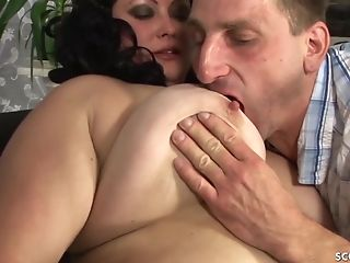 Utterly Fat Cherry Bbw Teenage Very First Time Fuck By Puny Man