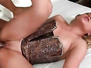 Curvy Stunner In Corset Laid In Her Twat