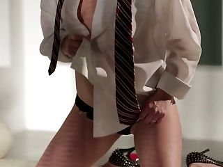 Provocative Mommy Beverly Lynne In Fantastic Solo Have Fun