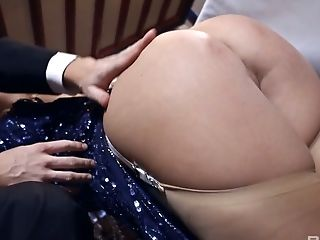 Stunning Whore Jess West Knows How To Be A Good Lollipop Teaser During Ffm