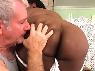 Black Plus-size Olivia Leigh Lets A Masseuse Idolize Her Big Beautiful Assets