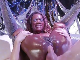 Black Stripper Ana Foxxx Gives Her Oiled Asshole To Rich Plower