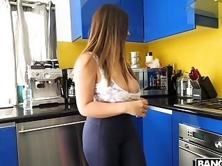 Bootyful And Bosomy Cleaning Dame Ella Knox Gives A Suck Off For Cash
