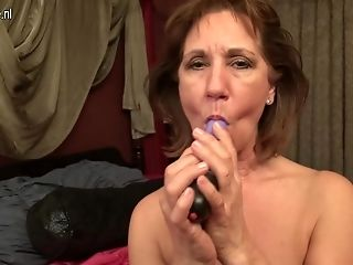 Horny Saved Matures Woman Playing With Her Moist Slit - Maturenl