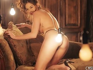 Romantic Solo Night With Horny Model Shyla Jennings At Home