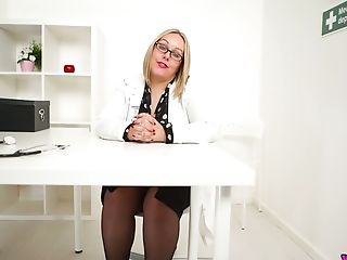 Nerdy A Bit Chubby Mummy Ashley Rider Is Ready To Work On Her Raw Beaver