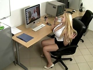 Faux-titted Blondie Audrey Argento Having Her Honeypot Fucked Hard