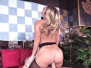 Ash-blonde Bombshell Rails And Deepthroats Her Customer