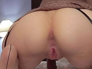 Pretty Woman Shows Off Her Clean-shaved Asshole In Hd
