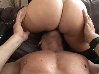 Sweet Blonde Honey Alana Evans Knows What Her Friend Likes The Most