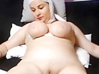 Saudi Arabian Woman Shows Her Shaven Vulva